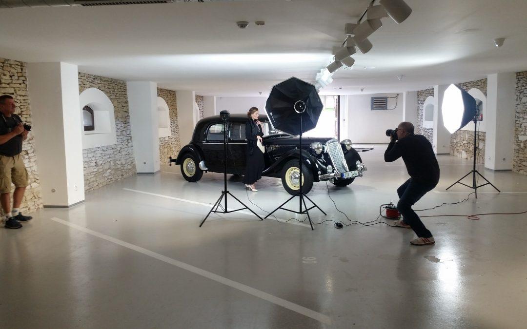 Auta první republiky: Oldtimer Parking kulisou fotografování